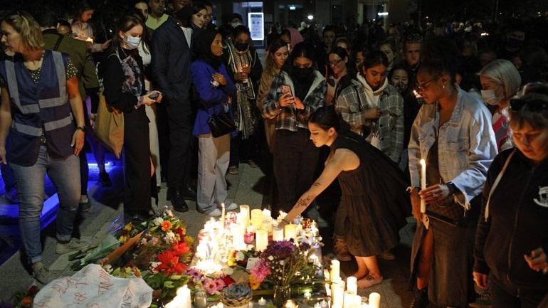 Εκατοντάδες Λονδρέζοι σε αγρυπνία στη μνήμη της 28χρονης δασκάλας που δολοφονήθηκε
