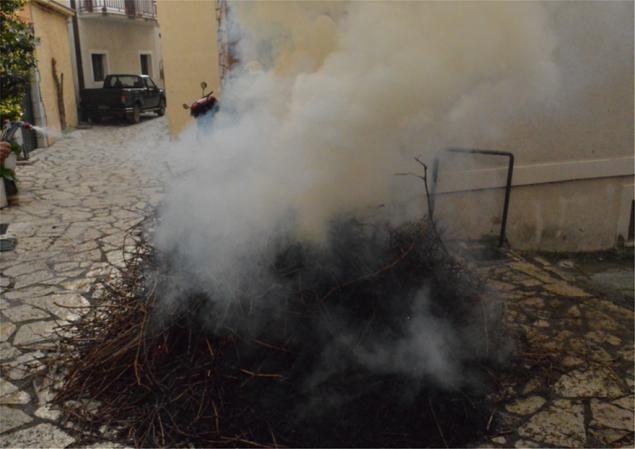Χάθηκε στους καπνούς από το ψήσιμο των αρνιών! (εικόνες)