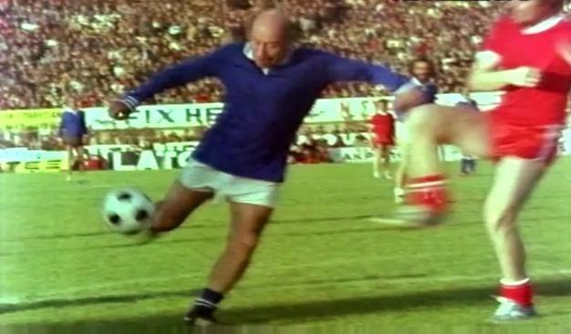Η μέρα που ο Θανάσης Βέγγος «δίδαξε» ποδόσφαιρο με δύο γκολ στη Νέα Φιλαδέλφεια (Pics & Vid)